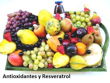 El Resveratrol es un potente antioxidante que se encuentra en gran variedad de plantas y frutos pero principalmente en la uva y el vino tinto