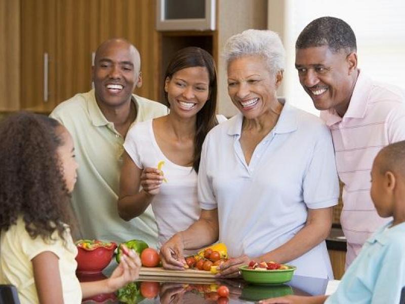 Recomendaciones: El adulto mayor debe ingerir cuatro comidas al día.